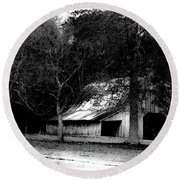 Autumn Barn In Alabama Bw Round Beach Towel