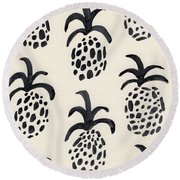 B And W Pineapple Print Round Beach Towel