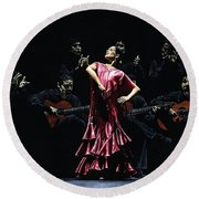 Bailarina Orgullosa Del Flamenco Round Beach Towel