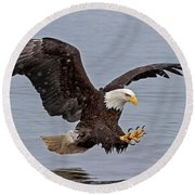 Bald Eagle Diving For Fish In Falling Snow Round Beach Towel