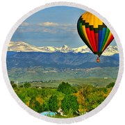 Ballooning Over The Rockies Round Beach Towel