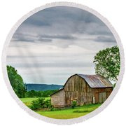 Round Beach Towel featuring the photograph Barn In Bliss Township by Bill Gallagher