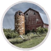 Barn On Hill Round Beach Towel