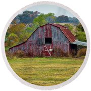 Barn On White Oak Road Round Beach Towel