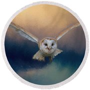 Barn Owl In Flight Round Beach Towel