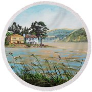 Bay Scenery With Houses Round Beach Towel