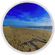 Beach With Wood Trunk - Spiaggia Con Tronco I Round Beach Towel