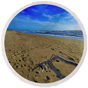 Beach With Wood Trunk - Spiaggia Con Tronco II Round Beach Towel