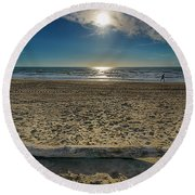 Beach With Wood Trunk - Spiaggia Con Tronco Iv Round Beach Towel