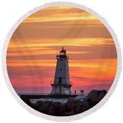 Beautiful Ludington Lighthouse Sunset Round Beach Towel