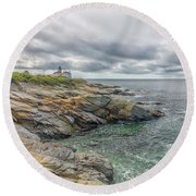 Beavertail Lighthouse On Narragansett Bay Round Beach Towel