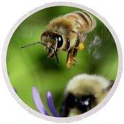 Bee In Flight  Round Beach Towel