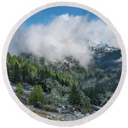 Berry Summit Winter Panorama Round Beach Towel