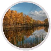 Beyer's Pond In Autumn Round Beach Towel