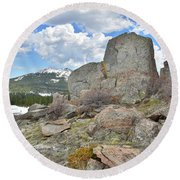 Big Horn Pass Rock Croppings Round Beach Towel