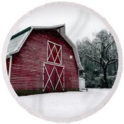 Big Red Barn In Snow Round Beach Towel