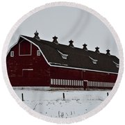 Big Red Barn In The Winter Round Beach Towel
