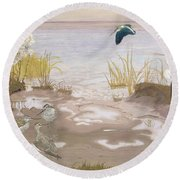 Bird On The Mud Flats Of The Elbe Round Beach Towel