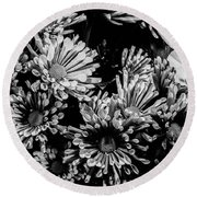 Black And White Bouquet Round Beach Towel