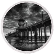Black And White Huntington Beach Pier Round Beach Towel