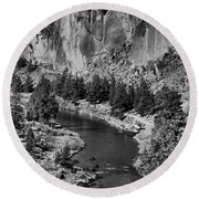 Black And White Smith Rock Portrait Round Beach Towel