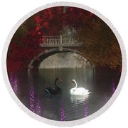 Black And White Swans Round Beach Towel