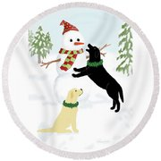 Black And Yellow Labs With Snowman Round Beach Towel