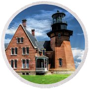 Round Beach Towel featuring the painting Block Island Southeast Lighthouse by Christopher Arndt
