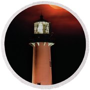 Blood Moon Rising Over Jupiter Lighthouse In Florida Round Beach Towel