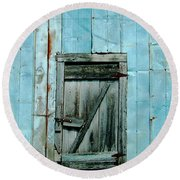Blue Shed Door  Hwy 61 Mississippi Round Beach Towel