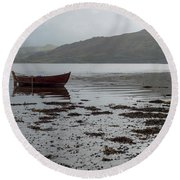 Boat And Seaweed In Isle Of Skye, Uk Round Beach Towel by Dubi Roman
