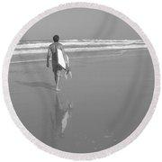 Bodyboarding In Black And White 2 Round Beach Towel