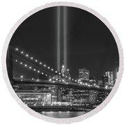 Brooklyn Bridge Tribute In Light Bw Round Beach Towel