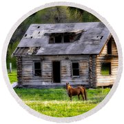 Brown Horse And Old Log Cabin Round Beach Towel