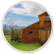 Buckaroo Barn In Rocky Mtn National Park Round Beach Towel
