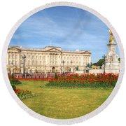 Buckingham Palace And Garden Round Beach Towel