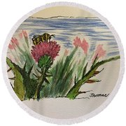 Busy Bumblebee  Round Beach Towel