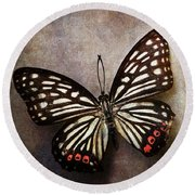 Butterfly Over Textured Background Round Beach Towel