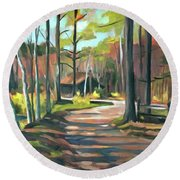 Cabin By The Lake En Plein Air Round Beach Towel