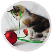 Calico Kitten And Christmas Ornaments Round Beach Towel