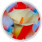 Splashy Calla Lilies Round Beach Towel