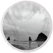 Cannon Beach In Black And White Round Beach Towel