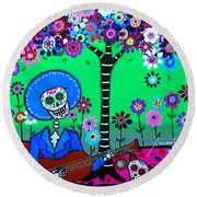 Round Beach Towel featuring the painting Cantando A Mi Chihuahua by Pristine Cartera Turkus