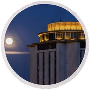 Capstone House And Full Moon Round Beach Towel