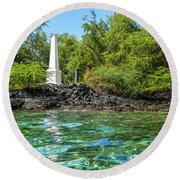Captain Cook Monument Round Beach Towel