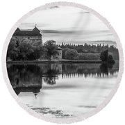 Castle In Black And White Round Beach Towel
