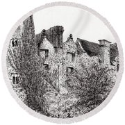 Castle Ruins At Hay On Wye Round Beach Towel