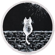 Cat On The Look Out Round Beach Towel
