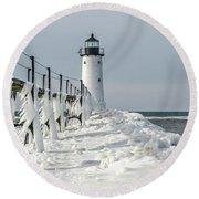 Catwalk With Icy Fringe - Horizontal Version Round Beach Towel