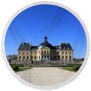 Chateau De Vaux Le Vicomte Seine Et Marne France Round Beach Towel